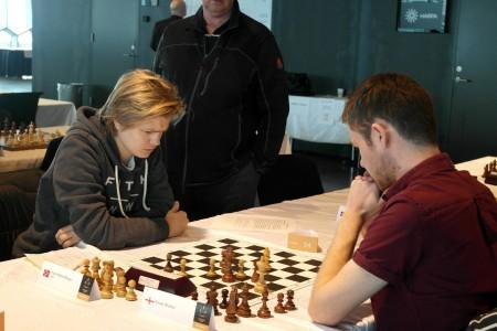 Lars Oskar her fra 1.runde mot danske Flemming Borg (1828). Foto: Fiona Steil-Antoni, www.reykjavikopen.com