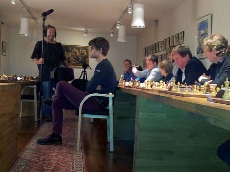 Magnus Carlsen i blindesimultan 13.desember 2011
