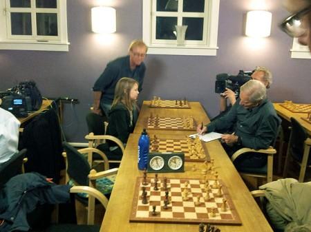 Maud Rødsmoen ble intervjuet av Bob Simon etter sin Magnus-remis.