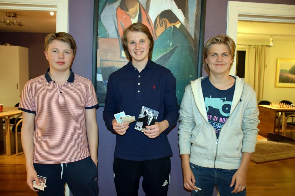 Johan-Sebastian Christiansen og Kristian Stuvik Holm delte 1900 kroner, mens 3.plass Lars Oskar Hauge fikk 700 kroner. Foto: Tarjei J. Svensen