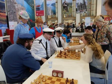 Ellisiv spiller mot Kling & Klang i den norske stand på reiselivsmesse i Berlin