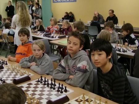 I løvenes hule: Huseby skoles sølvlag, ved 4 av dem. Fra venstre: Samuel, Karl Andreas, Tobias og Alexander.