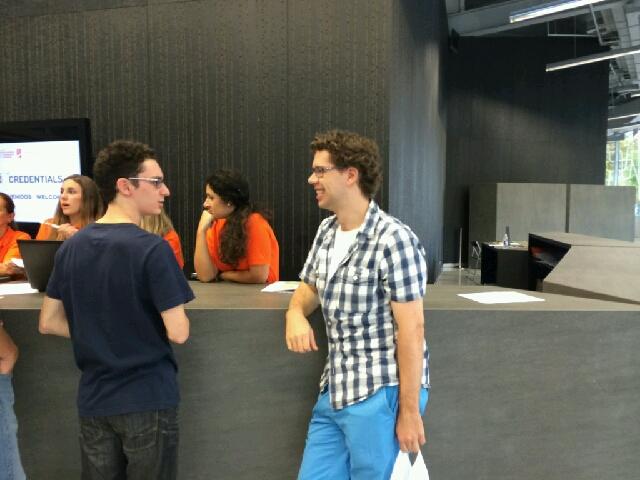 Jon Ludvig i det han innser at Caruana må bli med ham tilbake til hotellet for å hente passet sitt. Foto: Martin Østtveit