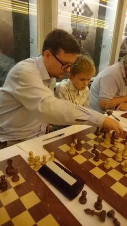 Jone Frafjord får hjelp i simultan mot WIM Sheila Sahl.