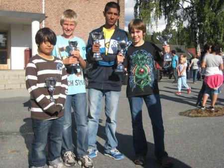 Våre kadetter avgjorde mesterskapet i siste runde mot Stavanger. Fra venstre: Armin Gholami, Erik Grammelstvedt, Jathavan Suntharalingam og Samuel Riiser.