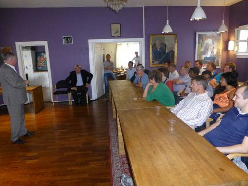 Et 30-40 talls tilskuere i Bogstadveien 30. Foto: Tarjei J. Svensen