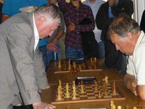Karpov her mot tidligere NSF-president Geir Nesheim. Foto: Tarjei J. Svensen