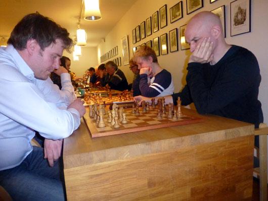 Georg Børresen presset Atle Grønn, men OSS-spilleren holdt remisen og vant turneringen. Foto: Tarjei J. Svensen