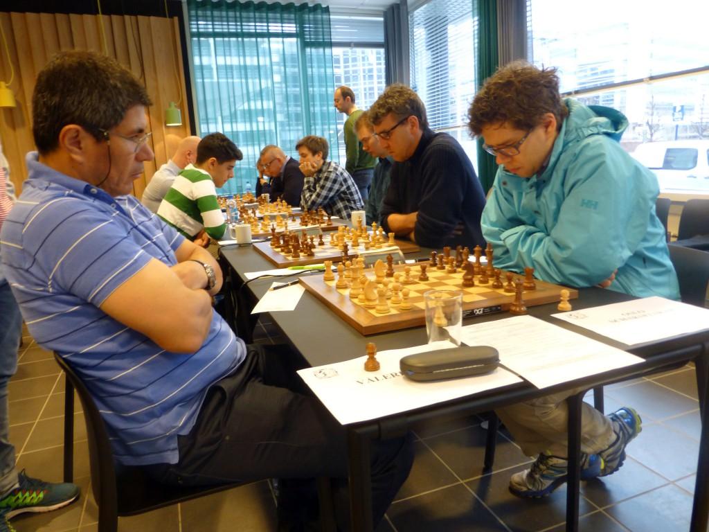 Siste avgjørende runde, her med Jon Ludvig Hammer mot Julio Granda Zuniga. Foto: Tarjei J. Svensen