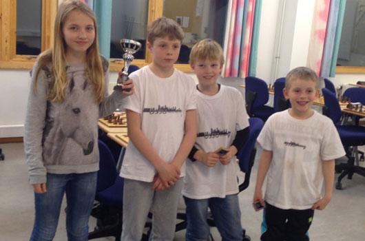 Gjengen som tok 3. plass i NM for barnelag i Alta 2015: Embla E. Grønn, Tim Wanvik, Ole-Christian B. Kran og Axel Tunsjø.