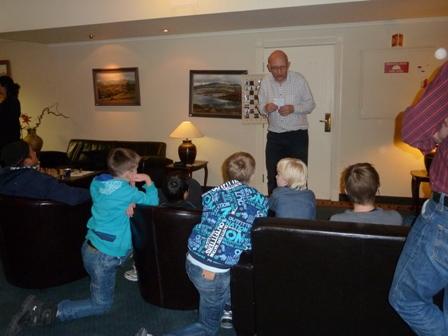 Øystein Brekke tok seg tid til partigjennomgang med lærevillige spillere