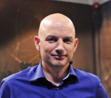 STYRELEDER: Ekspertkommentator, professor og pappa Atle Grønn.