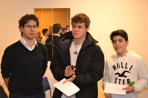 Topp tre i NTG Grand Prix (f.v): Jon Ludvig Hammer, Magnus Carlsen og Aryan Tari. Foto: Olga Dolzhikova