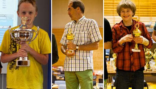 Fra venstre: Norgesmester Odin Nikolai Heier i miniputt, Mester-vinner Ole Christian Moen og Sebastian Mihajlov, Norgesmester i lilleputt. Alle foto: Bjørn Berg Johansen