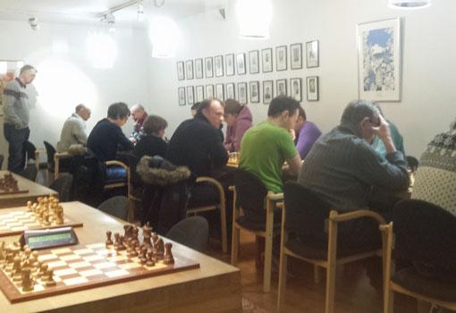 19 deltakere samlet i innerste rom. Foto: Tarjei J. Svensen