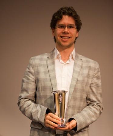 Jon Ludvig med kongepokalen som beviser at han er norgesmester 2013! Foto: Bjørn Berg Johansen