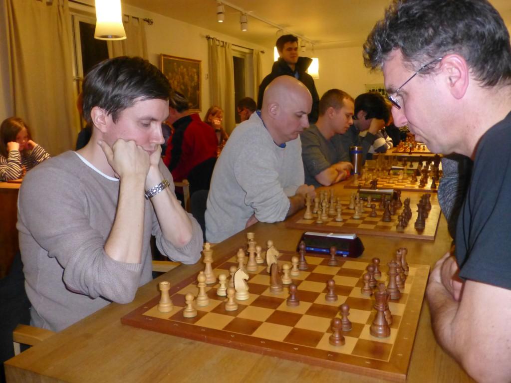 Leif Erlend Johannessen dominerte fullstendig Kvales Superlyn - med Magnus Carlsen som tilskuer. Her fra oppgjøret mot Simen Agdestein. Foto: Tarjei J. Svensen