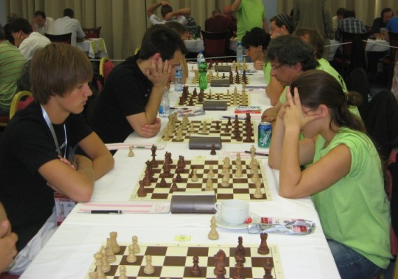 Nicolai Getz og Daniel Kovachev nærmest. Fra 4. runde. Foto: http://www.ecc2009.com/