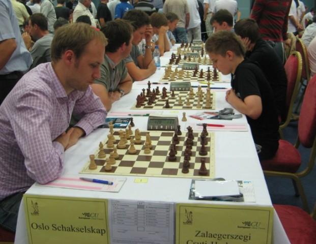Andreas Moen på første bord mot det ungarske laget i 6.runde. Foto: http://www.ecc2009.com