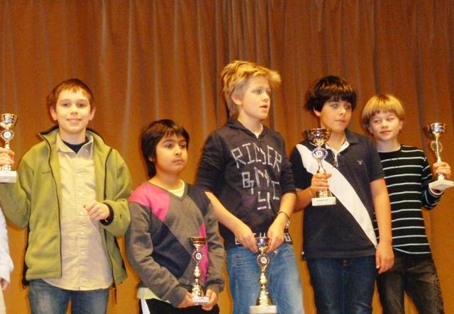 Samuel Riiser, Armin Gholami, Lars Oskar Hauge, Aryan Tari og Sebastian Mihajlov sikret femdobbelt OSSU-suksess i NM for ungdoms i Fagernes klasse D (12 år)