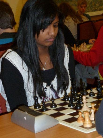 Raksha Rathan avsluttet med seier som brakte henne opp på 16.plass med 4 poeng.