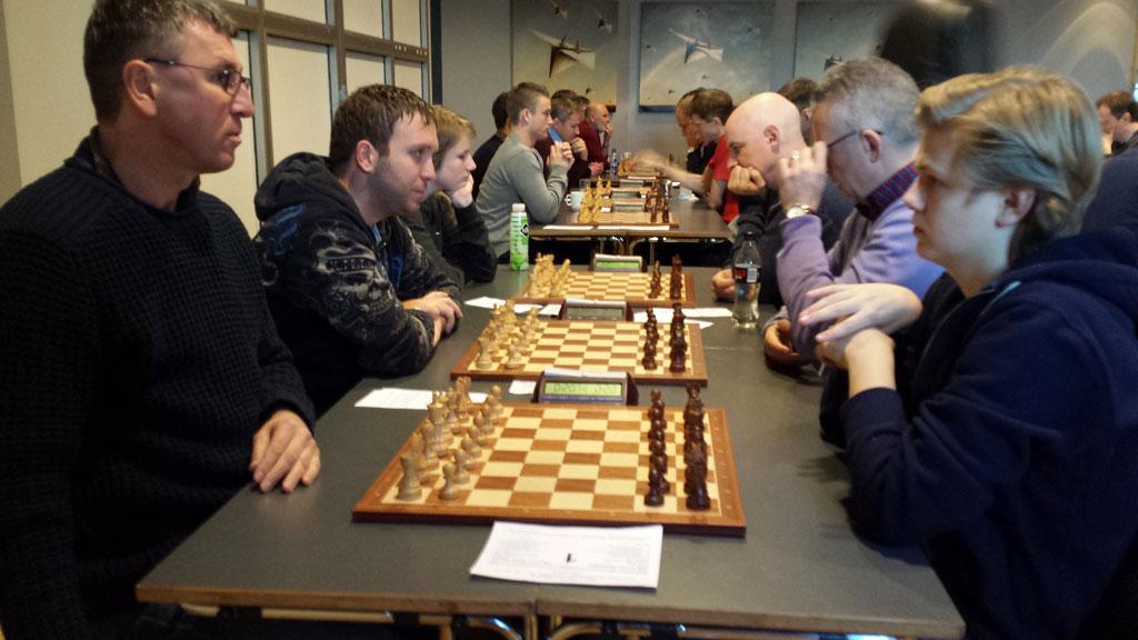 Lars Oskar Hauge slo Simen Agdestein i 9.runde i det åpne hurtigsjakk-NM, men var ikke uten videre imponert av seg selv etterpå. Foto: Tarjei J. Svensen