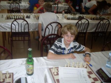 Sebastian Mihajlov gjorde en akseptabel debut i EM U12 med 5 av 9 poeng