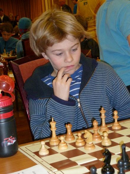 Sebastian Mihajlov tok en flott 3.plass med 5,5 poeng i gruppe D i NM for ungdom