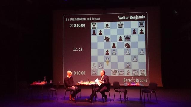 Akademisk diskusjon om sjakk.