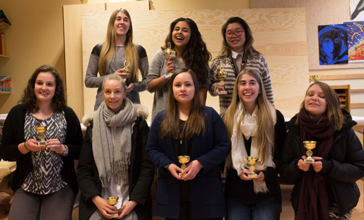 Alle ni deltakere i ungdomsklassen i jente-NM. Foto: Audun Hølleland