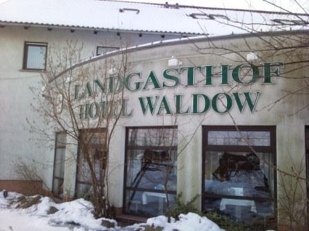 Hotel Waldow fra utsiden mot den overraskende gode restauranten.